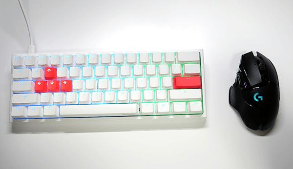 マウスとキーボードの距離がメッチャ近い
