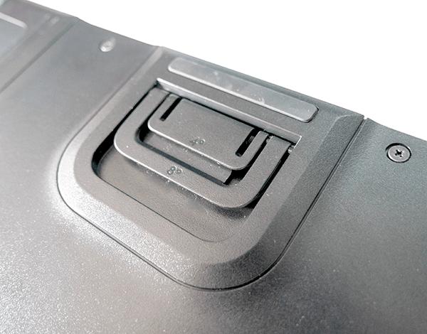 キーボード高さは「平置き」「4°」「8°」の3種類に調整可能