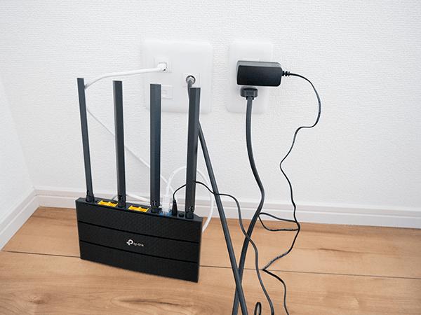 LANケーブルと電源アダプターを接続する