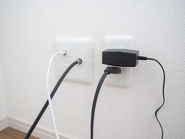 モデム or LAN端子にLANケーブルを接続