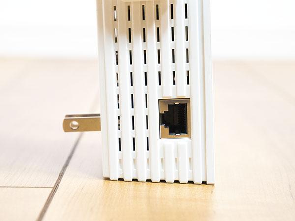 本体側面にGiga対応のLANポート搭載