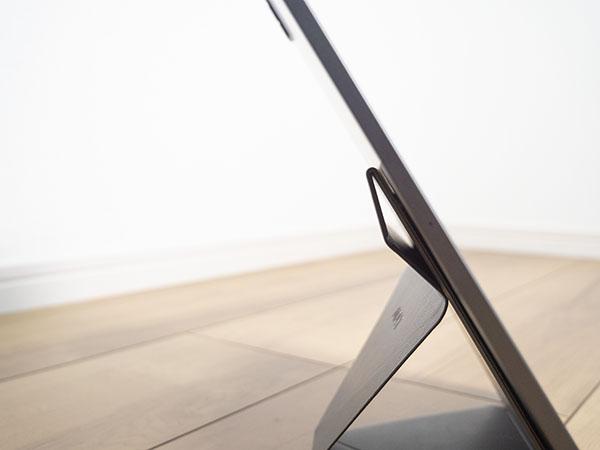 iPadの重さでスタンドがヘタっている